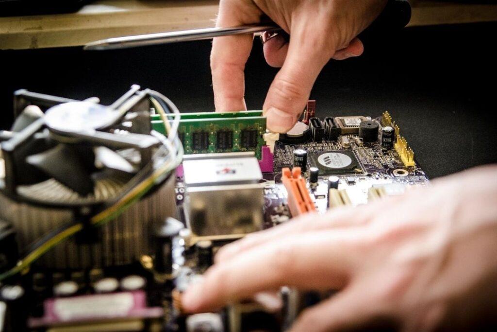 कंप्यूटर या लैपटॉप रिपेयरिंग